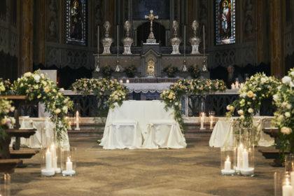 Allestimento altare Chiesa, matrimonio Ambra e Lorenzo